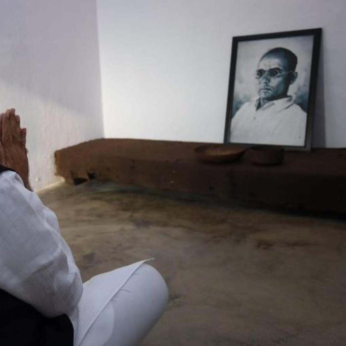 Savarkar saga, symptom of deification syndrome