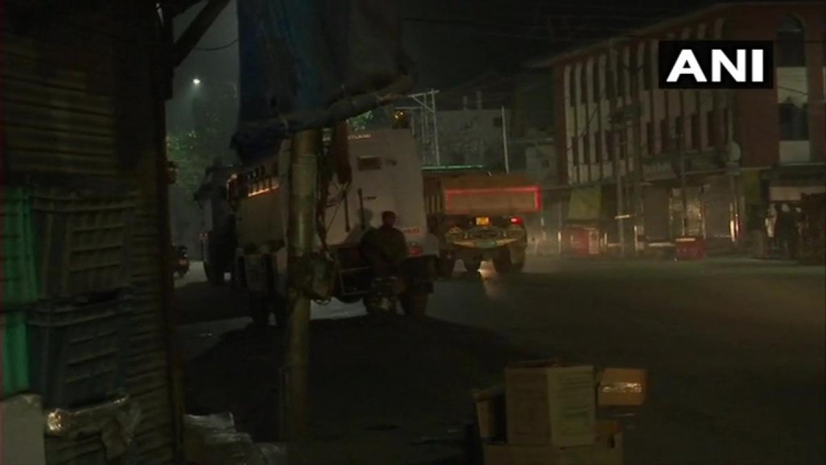 J&K: Terrorists lob grenade at Karan Nagar police station, 6 personnel injured