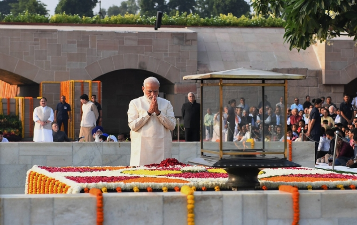 PM Modi pays tributes to Mahatma Gandhi at Rajghat