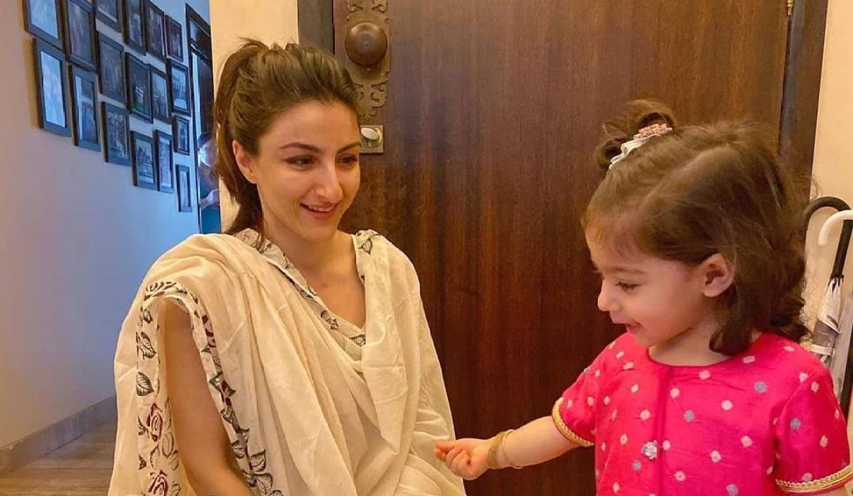 Watch Soha Ali Khan's daughter Inaaya chant 'Gayatri Mantra' on Bhai Dooj
