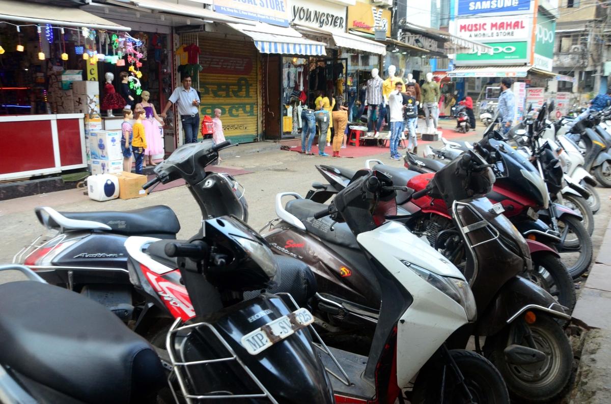 Bhopal: New Market no more a no-hawker & no-vehicle zone