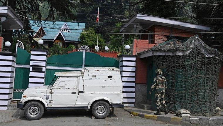 J&K – 3 Kashmiri politicians released from detention by Govt.