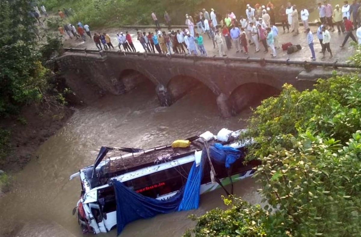 Bhopal: Eight dead as bus plunges into Richhan river in Raisen