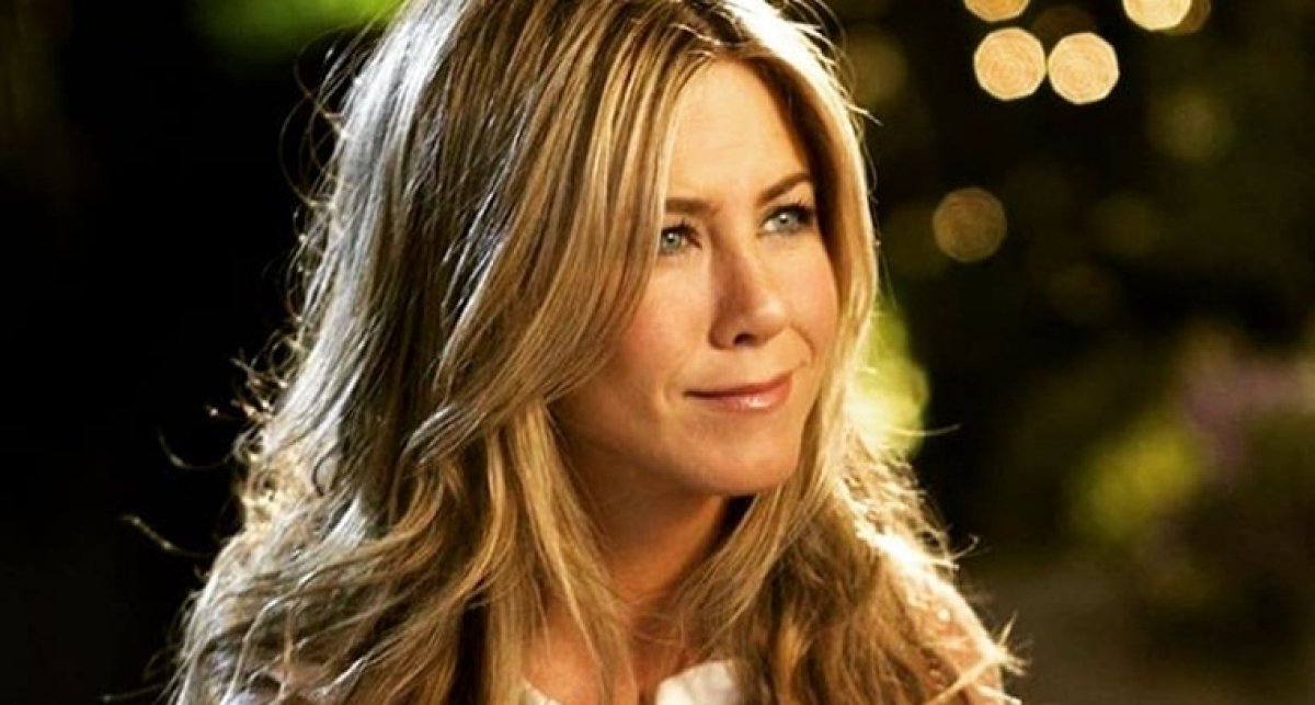 'Friends' star Jennifer Aniston single, but not ready to mingle