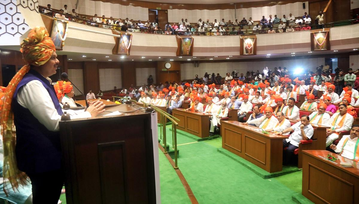 CM Fadnavis to rescue the BJP-Shiv Sena alliance, to offer Sena the Deputy CM position