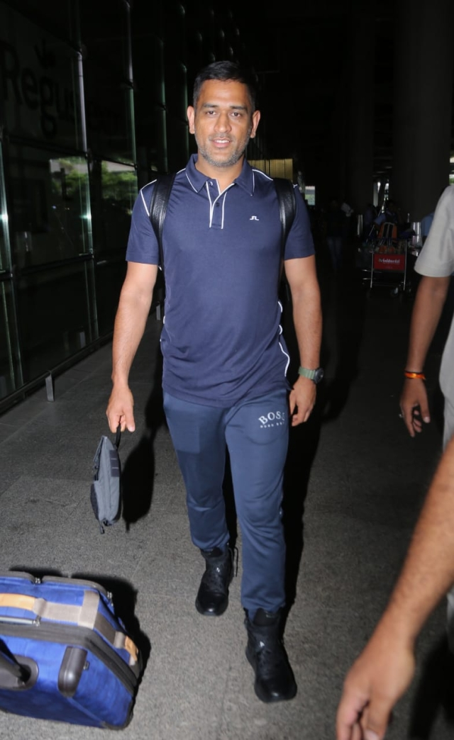 Captain cool MS Dhoni arrived at Mumbai airport