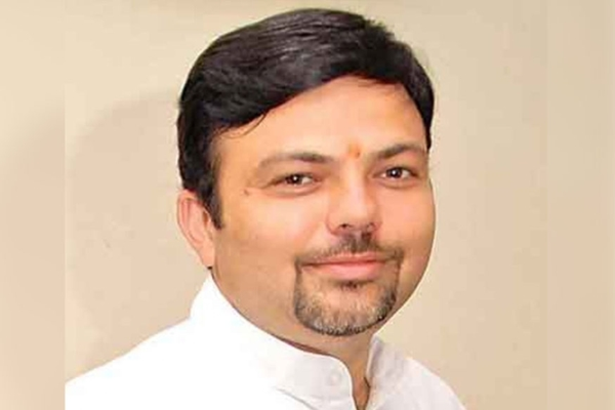 Congress fields Ashish Deshmukh against CM Fadnavis
