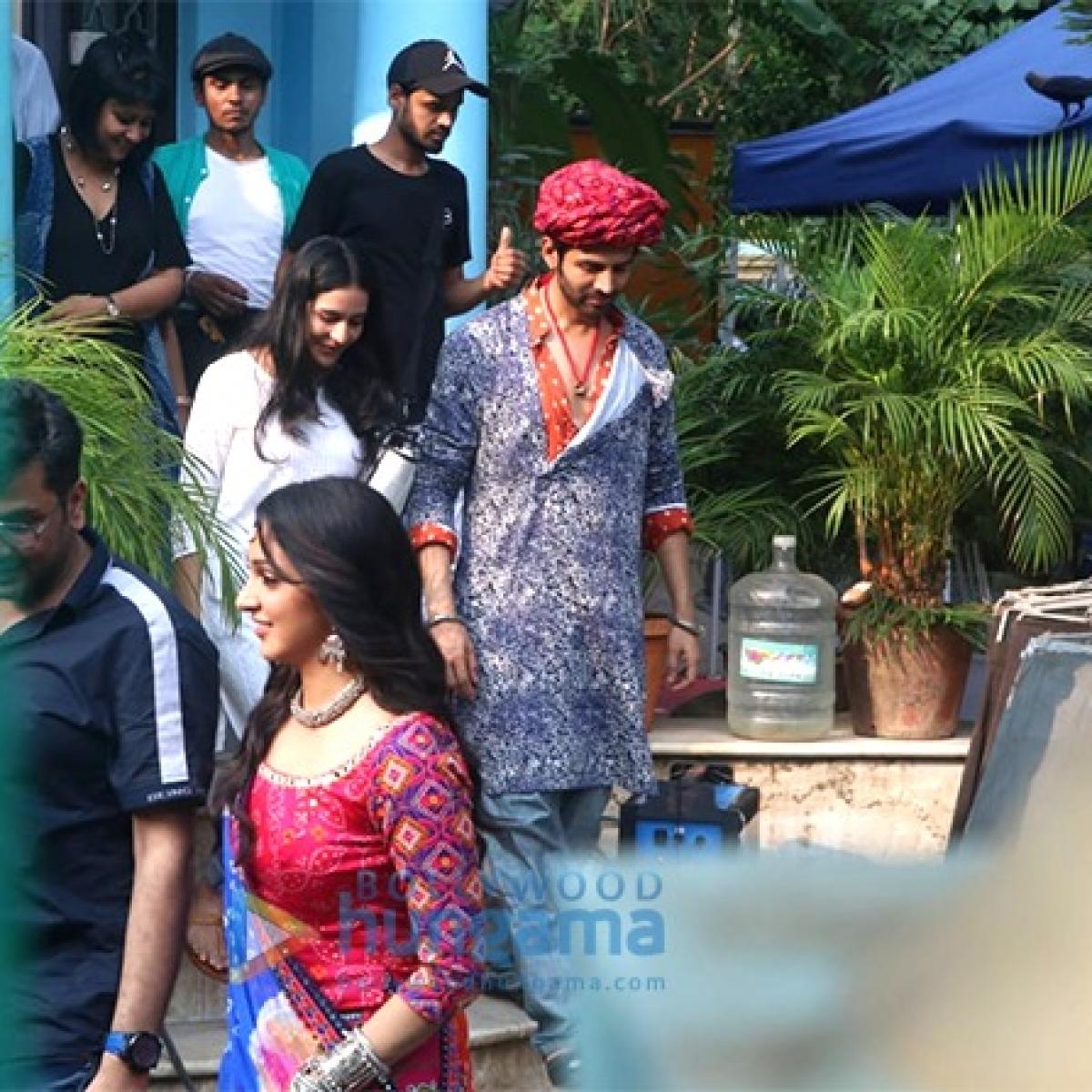 Leaked Photos: Kartik Aaryan, Kiara Advani sport Rajasthani attire on 'Bhool Bhulaiyaa 2' sets
