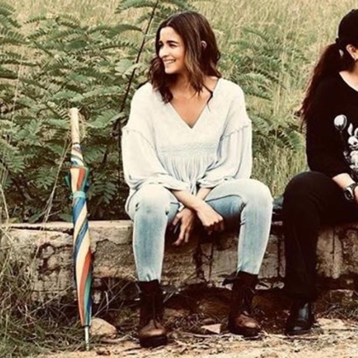 Alia Bhatt shares 'priceless moment' with Pooja Bhatt on the sets of 'Sadak 2'