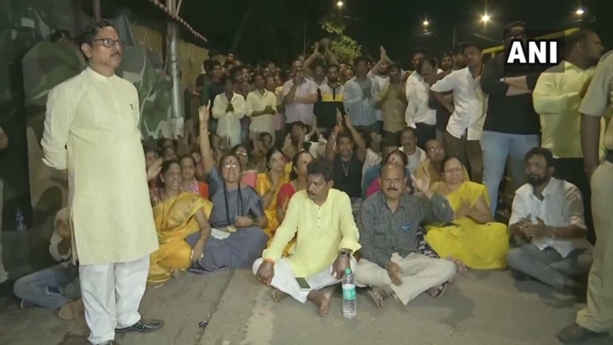 Shiv Sena denies ticket to MLA Ashok Patil, supporters hold protest outside Matoshree