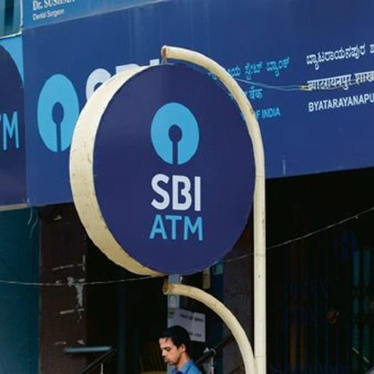 SBI posts four-fold jump in Q4 net profit at Rs 3,580.81 crore
