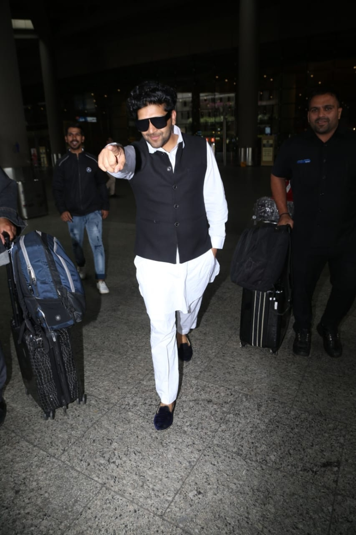 Guru Randhawa spotted at the airport
