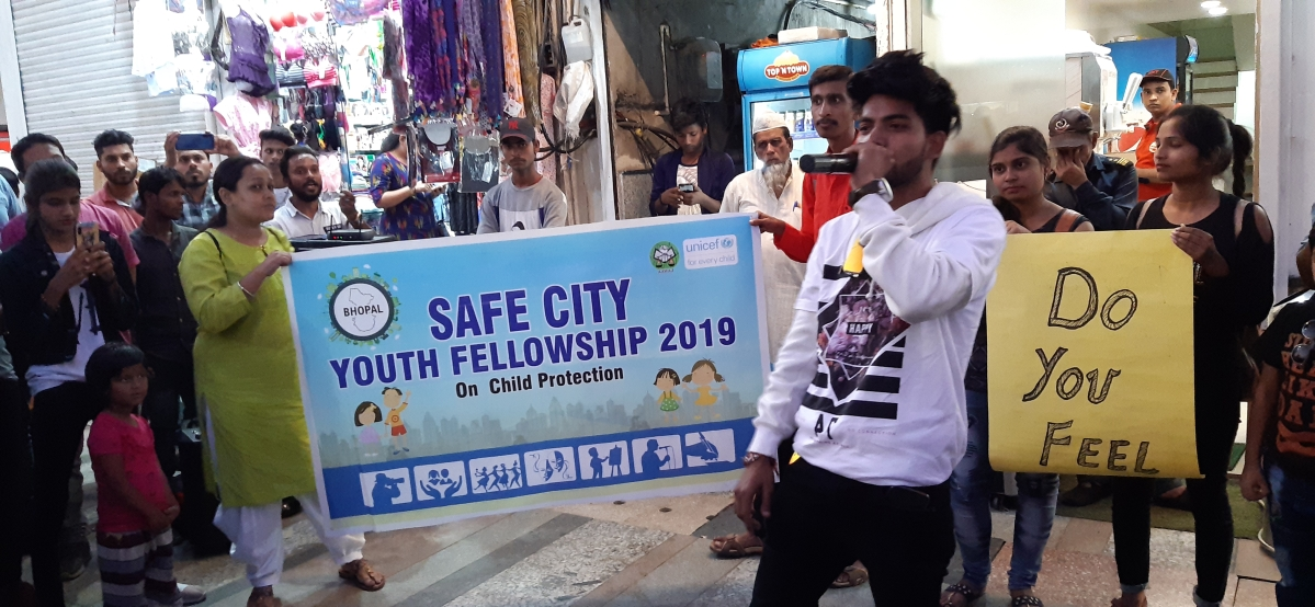 Bhopali rapper performs @ New Market to denounce sexual abuse of children