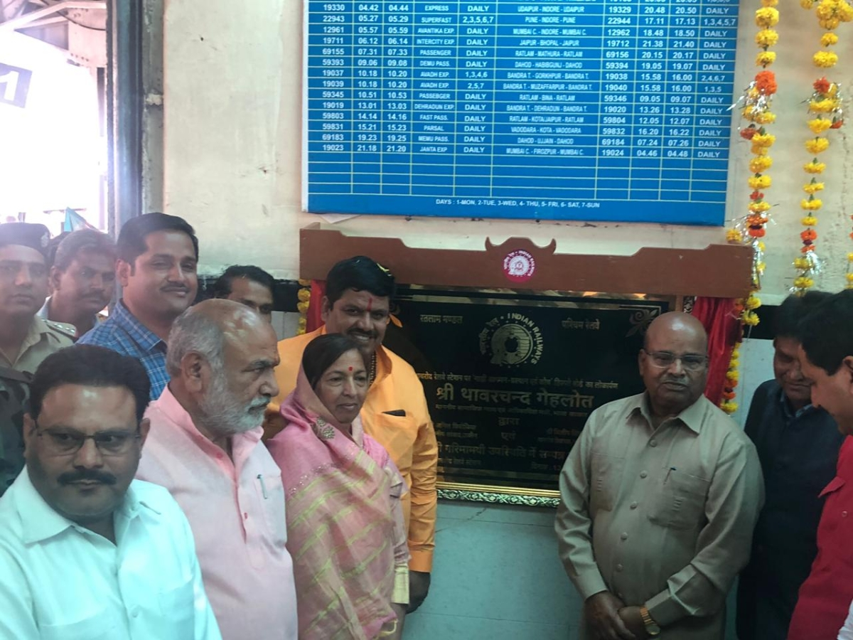 Khachrod: Gehlot unveils LED screen at rly station