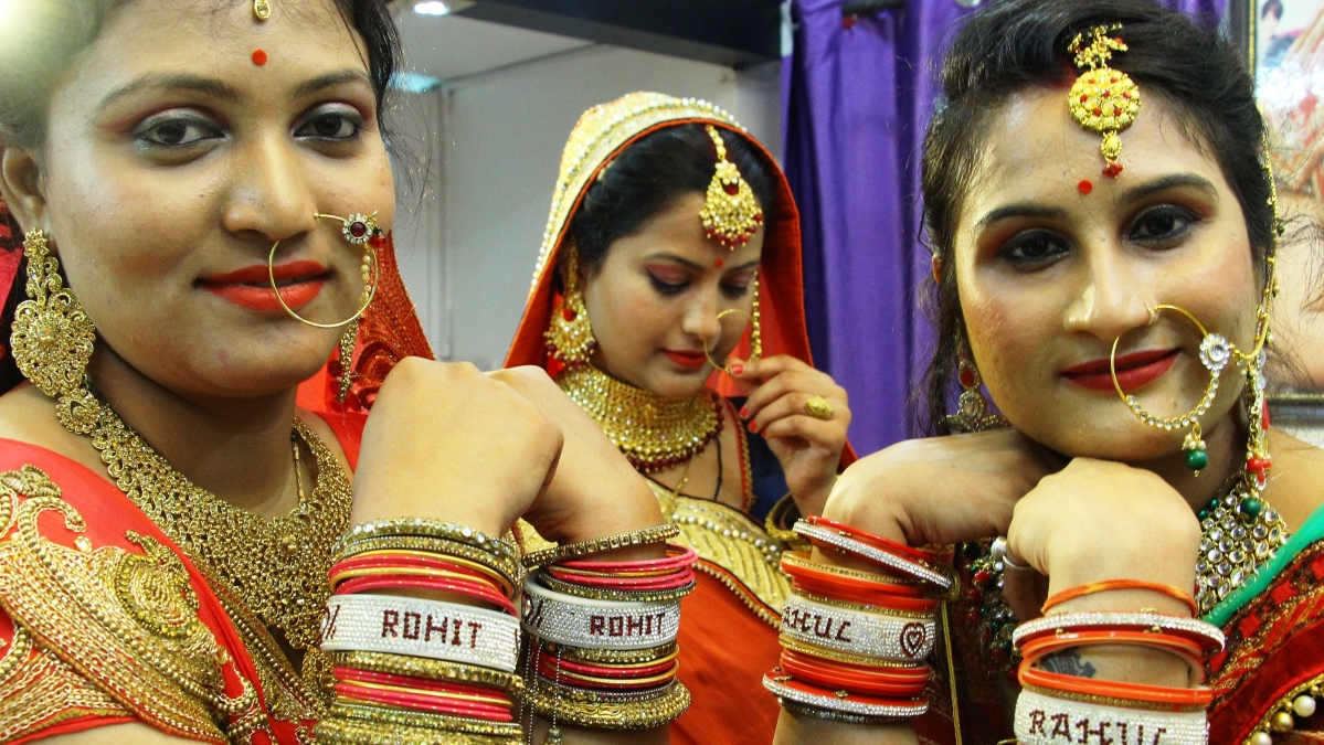 Indore: Karwa chauth: Personalised presents in vogue
