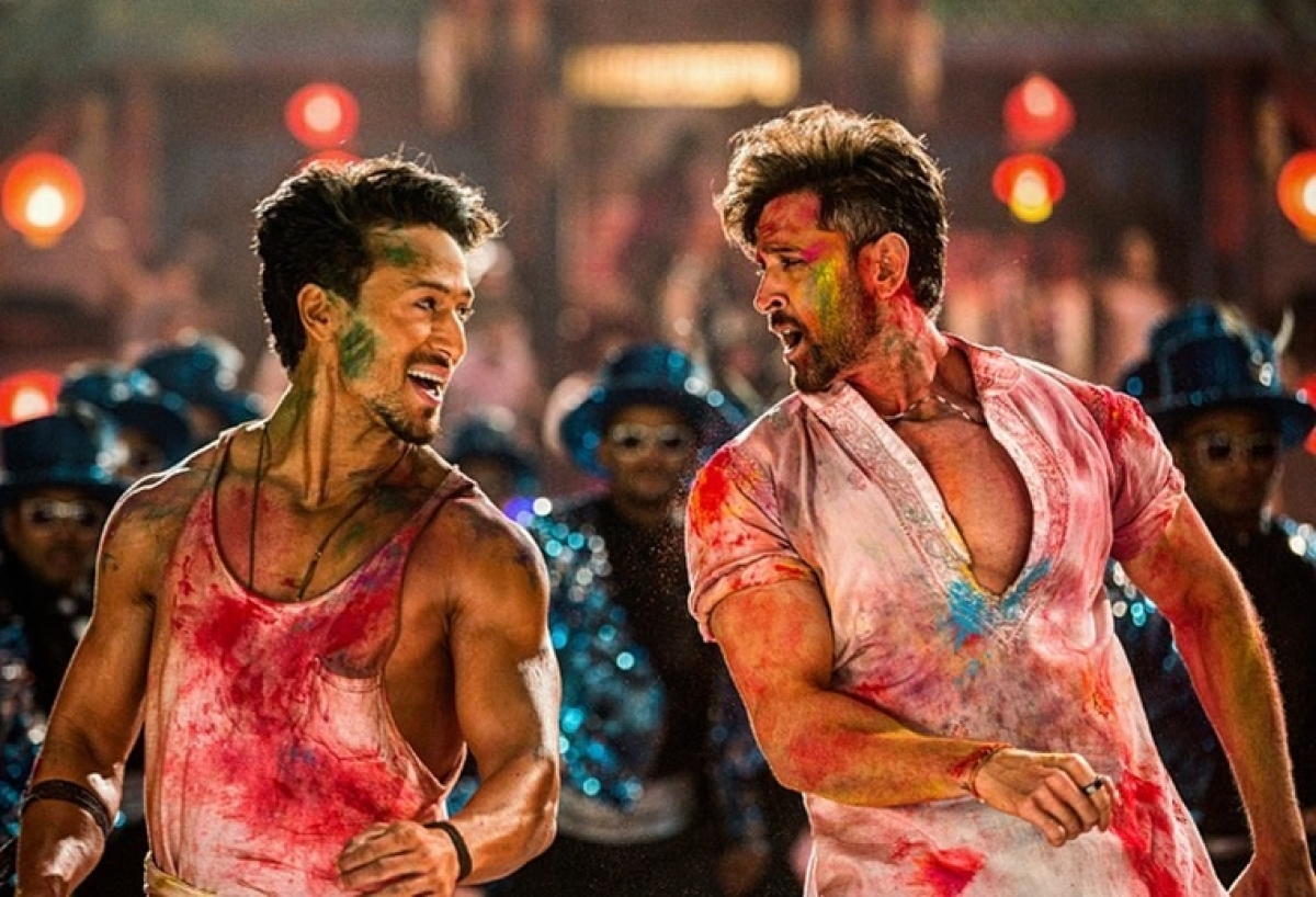 Hrithik feels 'grateful', Tiger feels 'blessed' after 'War' shatters records on Day 1