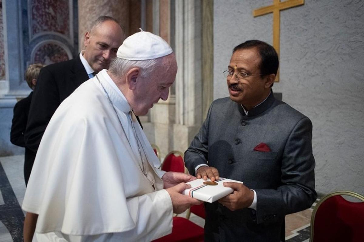 V Muraleedharan meets Pope Francis in Vatican City, presents him copy of 'Bhagavad Gita'