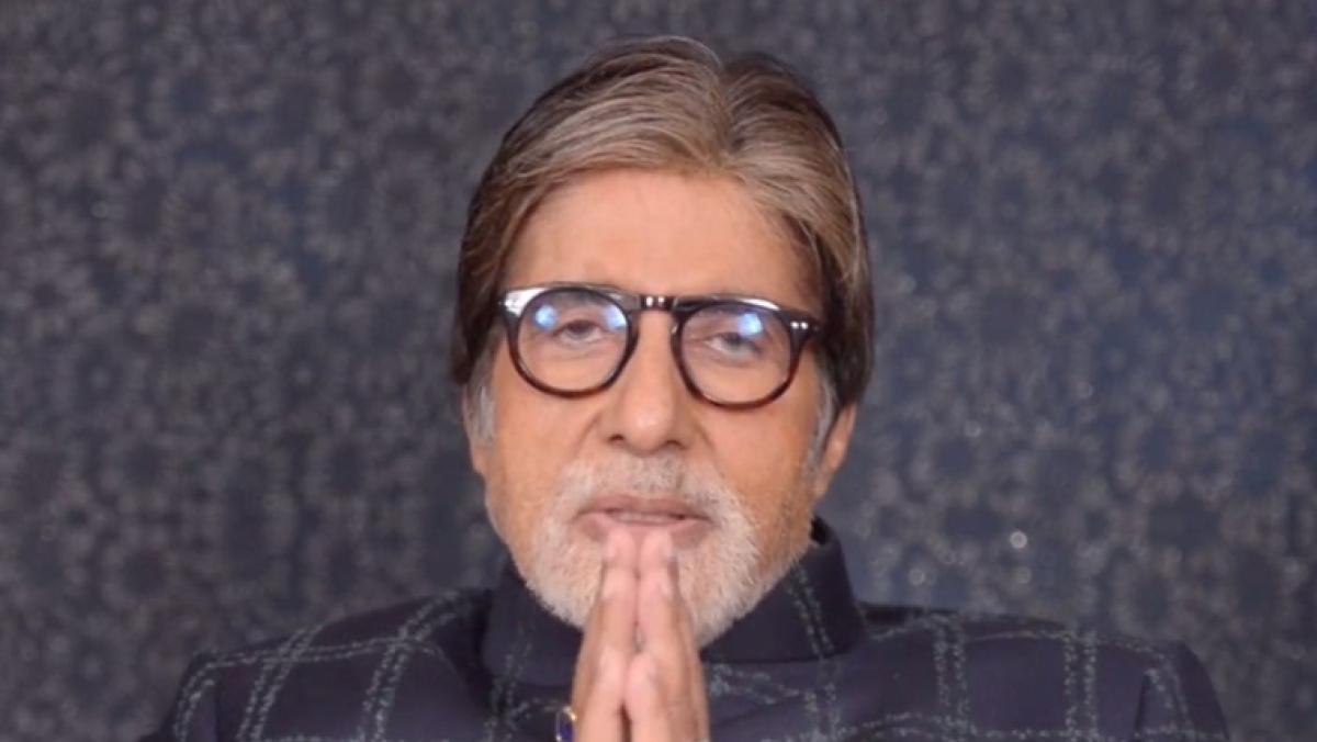 Amitabh Bachchan apologises to fans outside Jalsa on his birthday