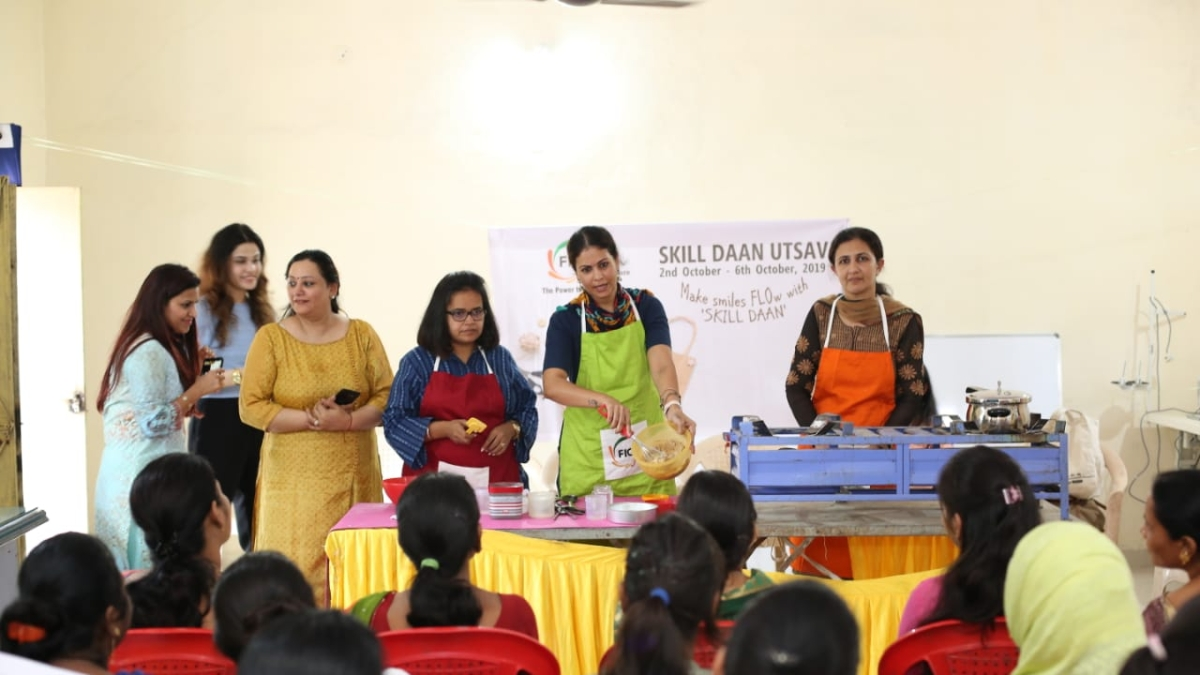 Indore: Workshop on making sweets at DRP Lines