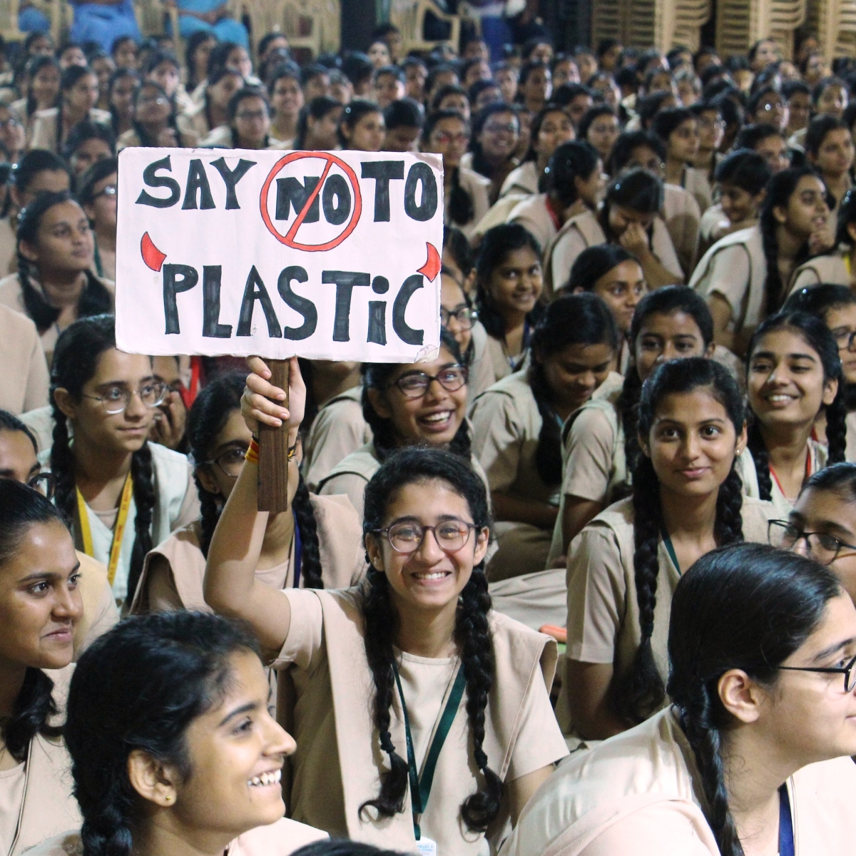 St Raphael's students to distributed 80,000 paper bags among shopkeepers