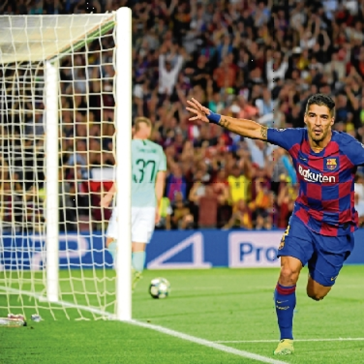 Luis Suarez saves Barcelona from blushes