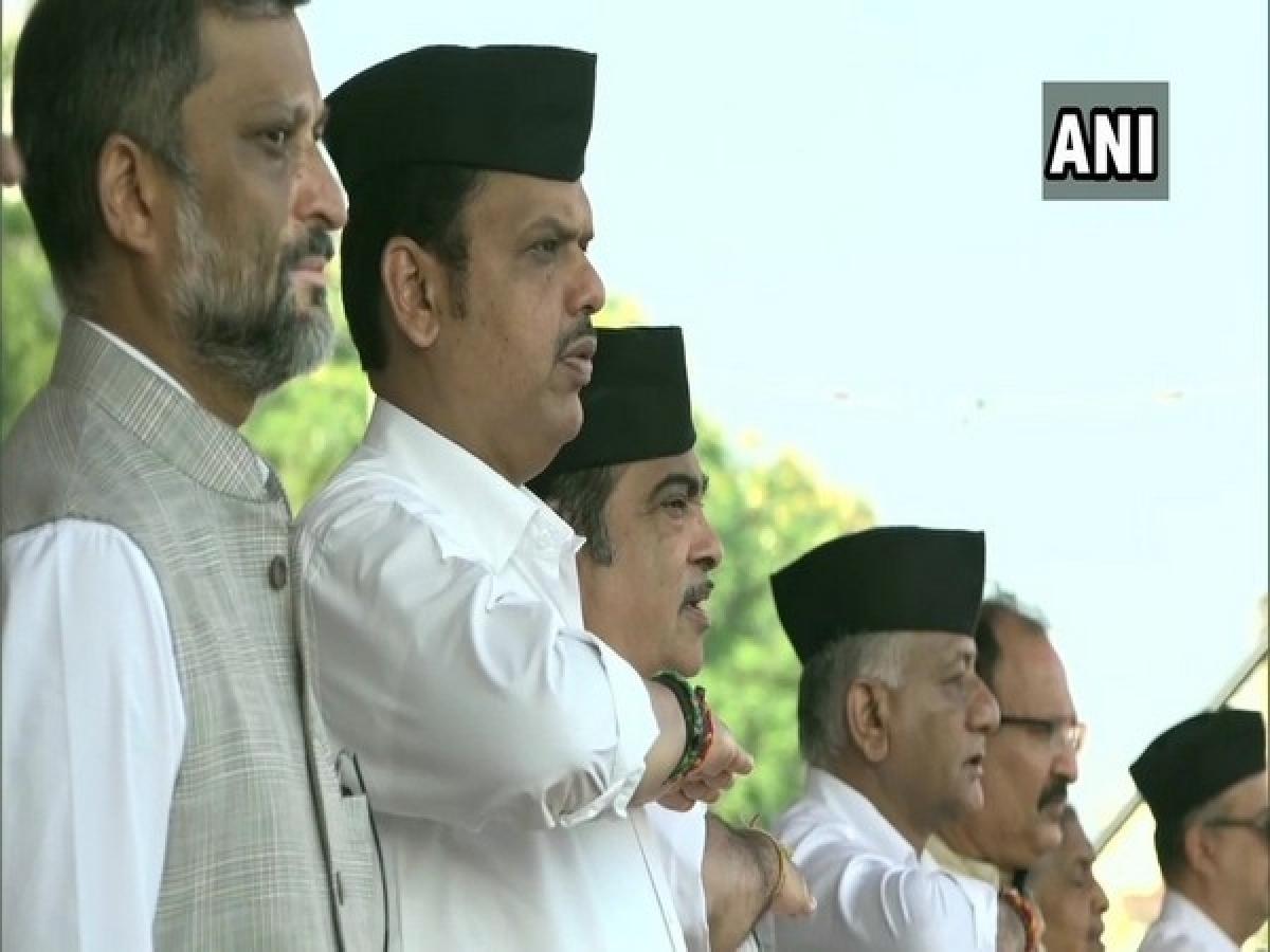 Maharashtra CM Devendra Fadnavis, Nitin Gadkari, others attend RSS Vijaydashmi event in Nagpur