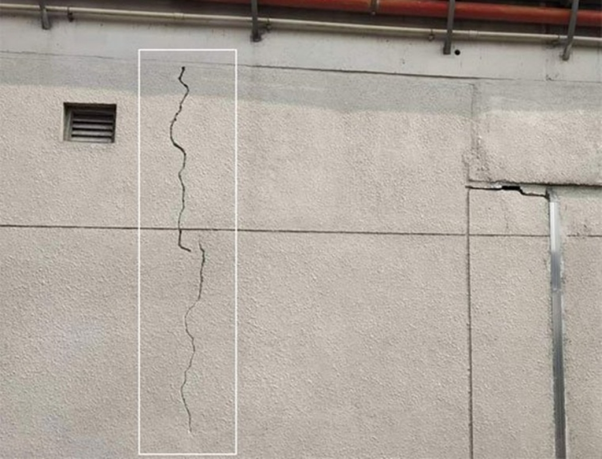 Photos of crack at Hyderabad Metro station surfaces, HMRL clarifies says crack has already been rectified