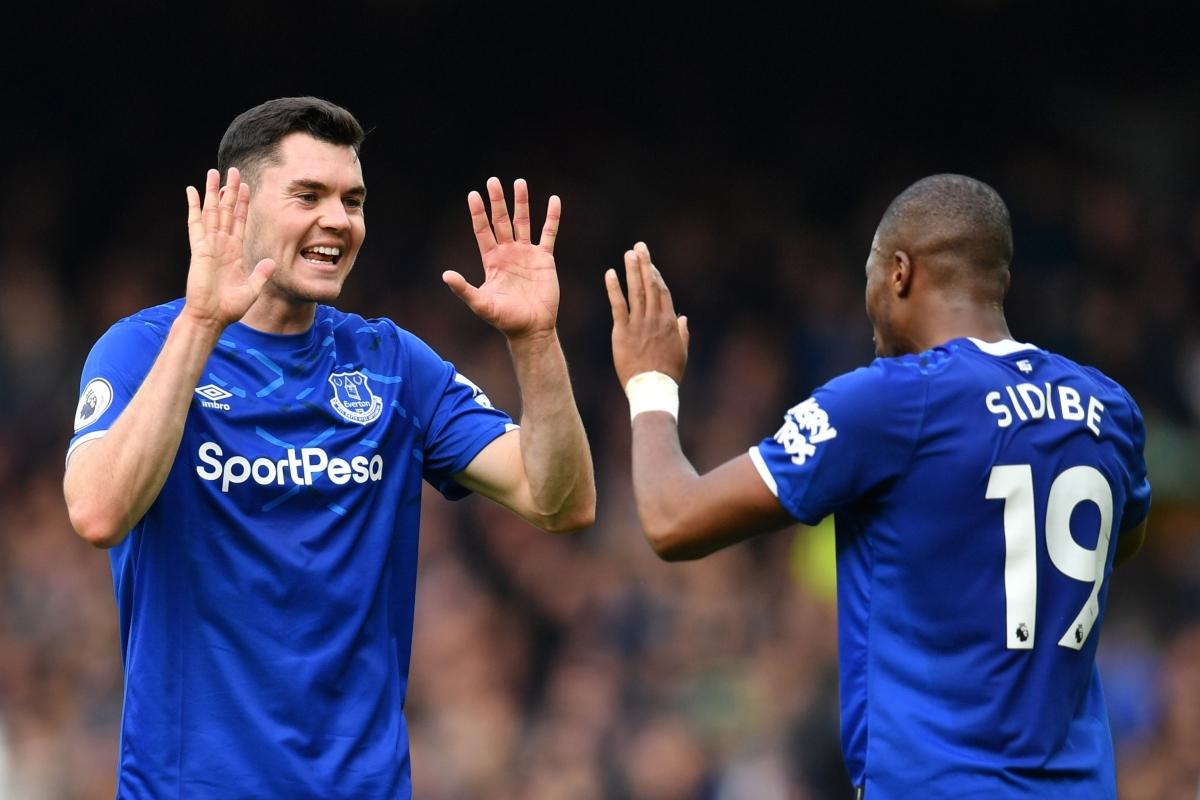 Everton's English defender Michael Keane (L) celebrates with Everton's French Djibril Sidibe