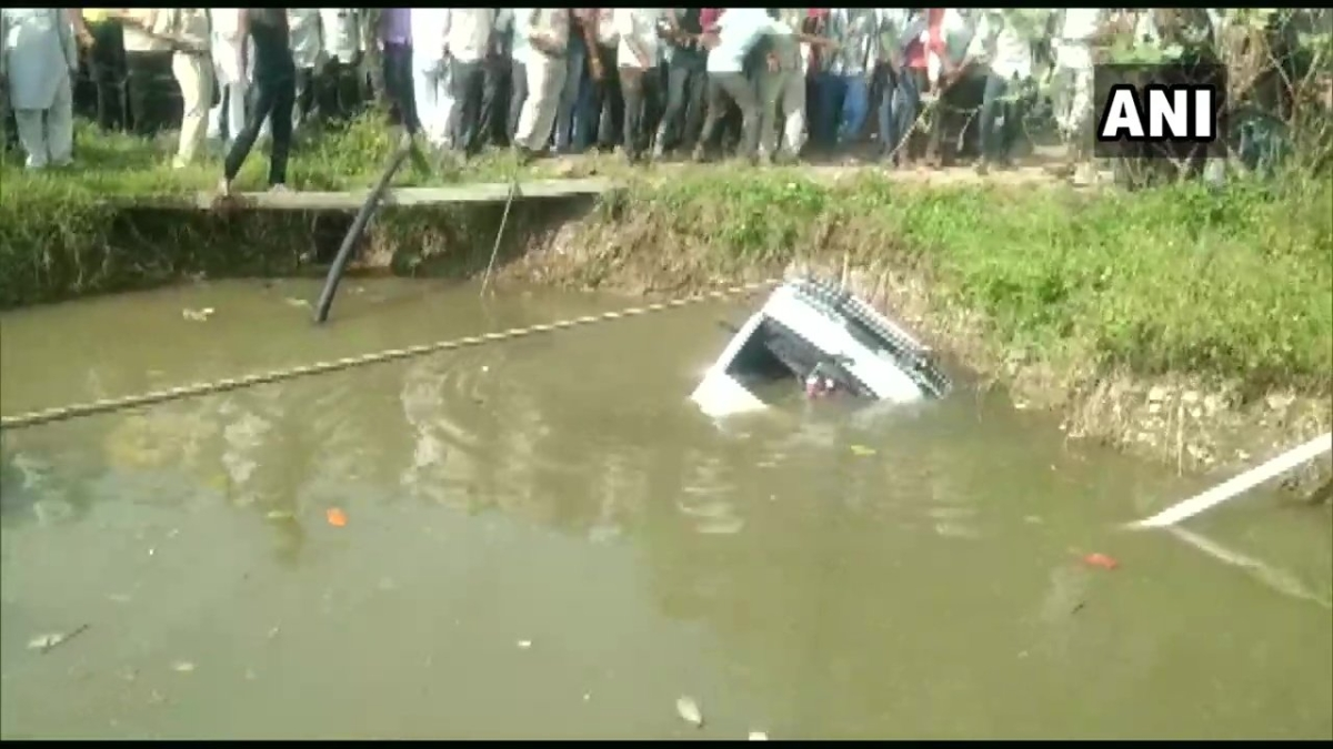 Three kids drown, 18 rescued, after driver reverses school van into well