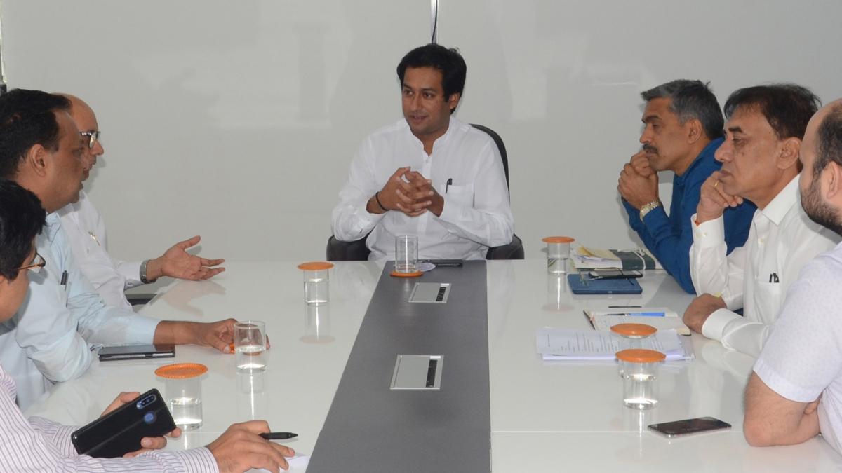 Bhopal: Delhi metro MD calls on CM, Jaivardhan; assures of all support