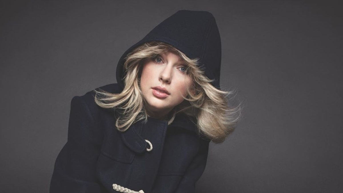 Taylor Swift reacts to her emotional meltdown over a 'banana' after eye surgery