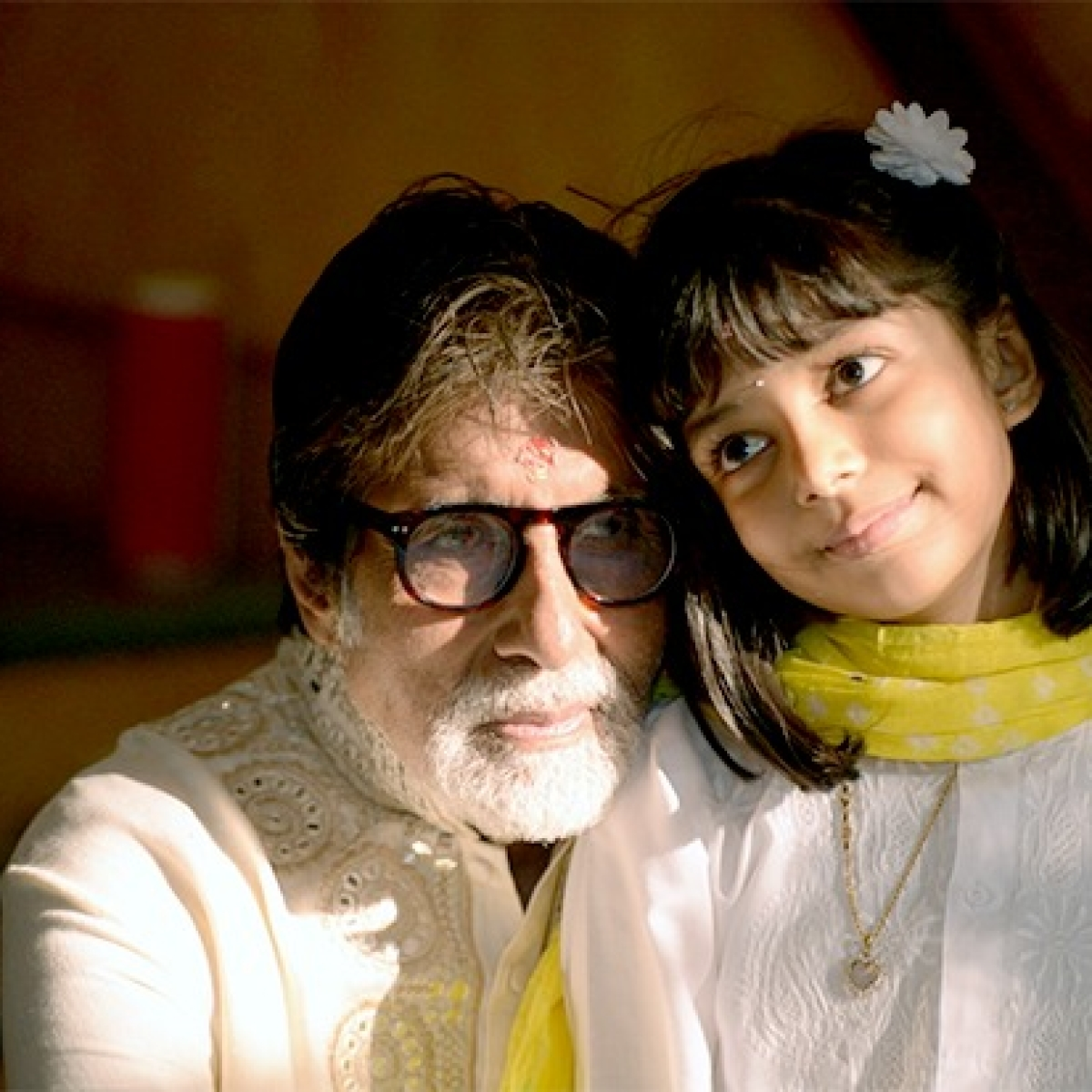 Amitabh Bachchan Discharged: Big B shares pic with Aaradhya, thanks fans for concern