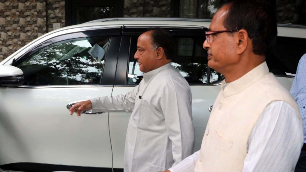 Bhopal: Day after dharna at Diggy's place, Laxman meets Shivraj