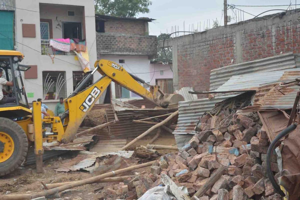 Ujjain: UMC razes illegal cattle sheds