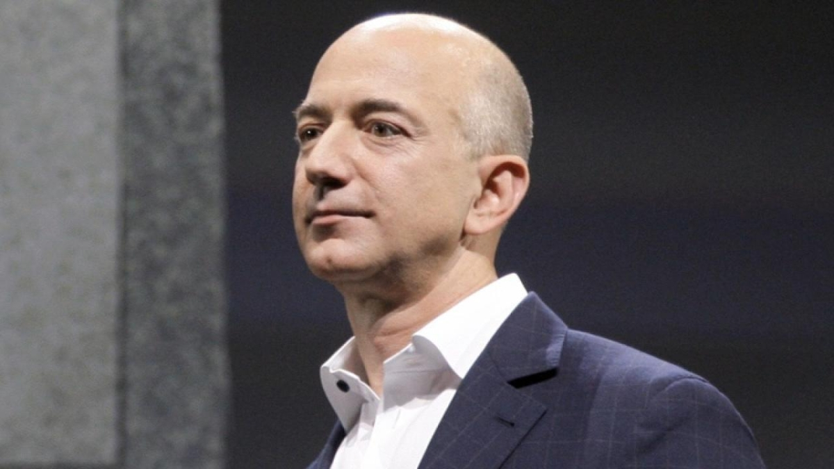 After a year of high, Jeff Bezos loses the title of 'richest man in the world'