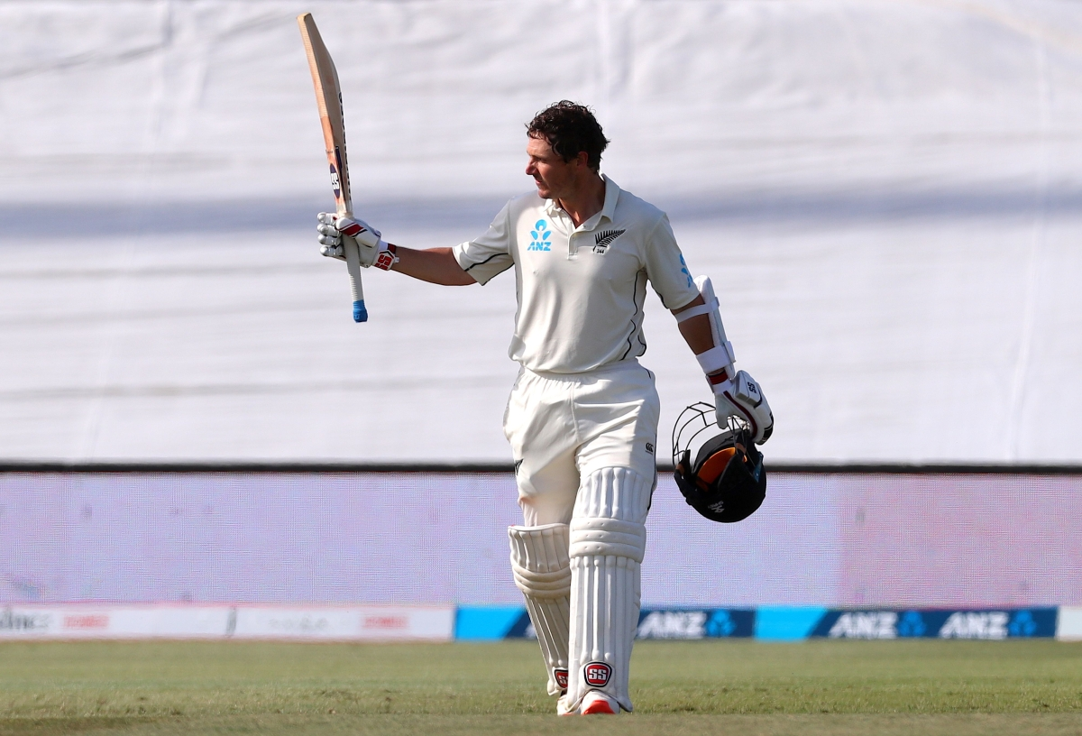 New Zealand vs England: Kiwis fly high with Watling's ton on Day 3