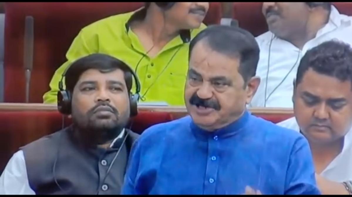 Odisha: MLA Taraprasad Bahinipati blows a flying kiss to speaker, has everyone smiling