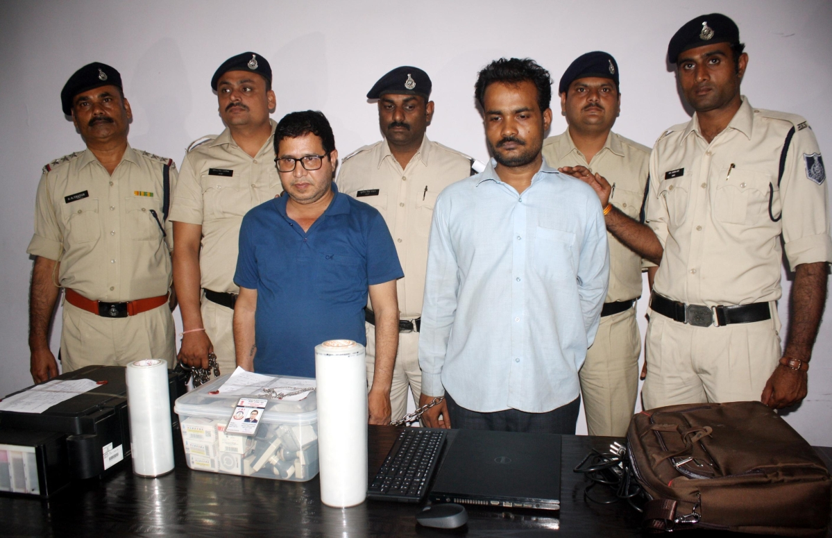 Indore: Fake CBI officer, accomplice arrested