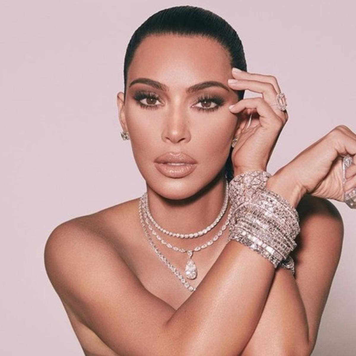 Kim Kardashian a liar? Reality star seen wearing diamond ring she said was stolen in 2016 Paris robbery