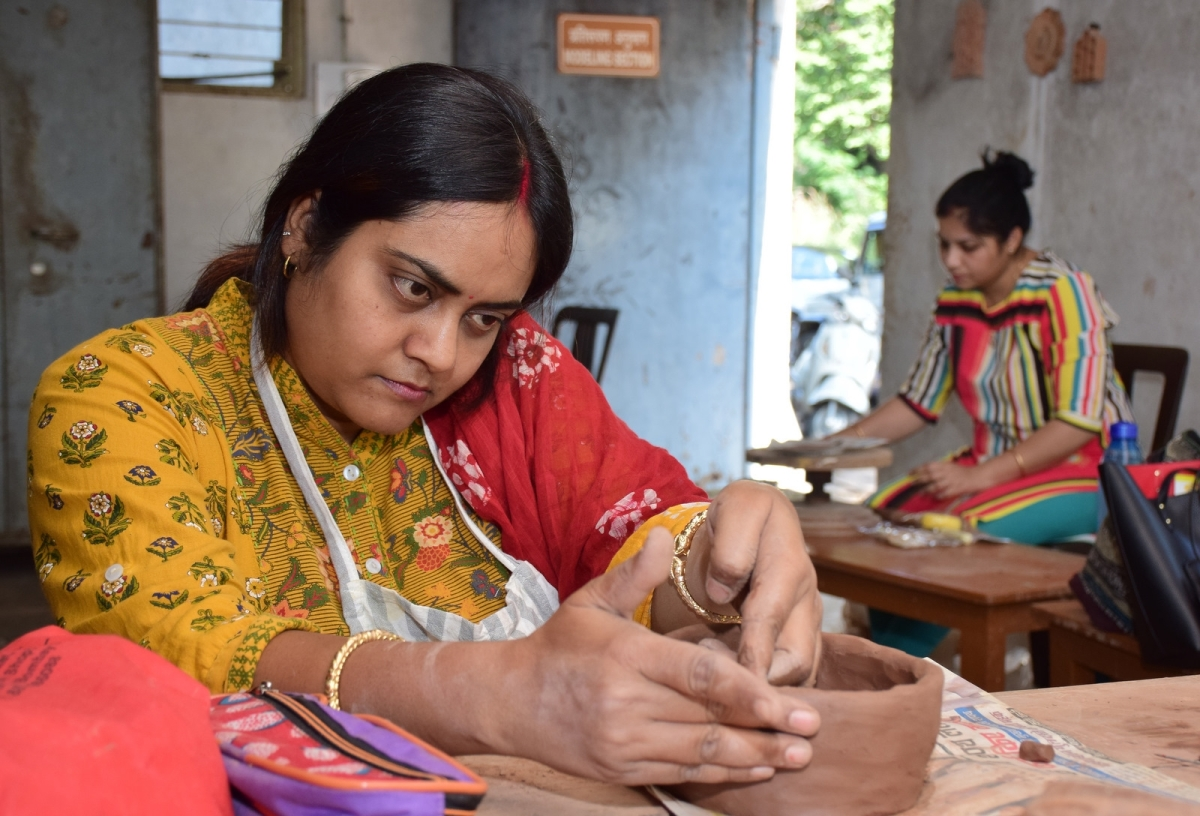 Bhopal: City folk learn basics of teracotta glaze pottery making