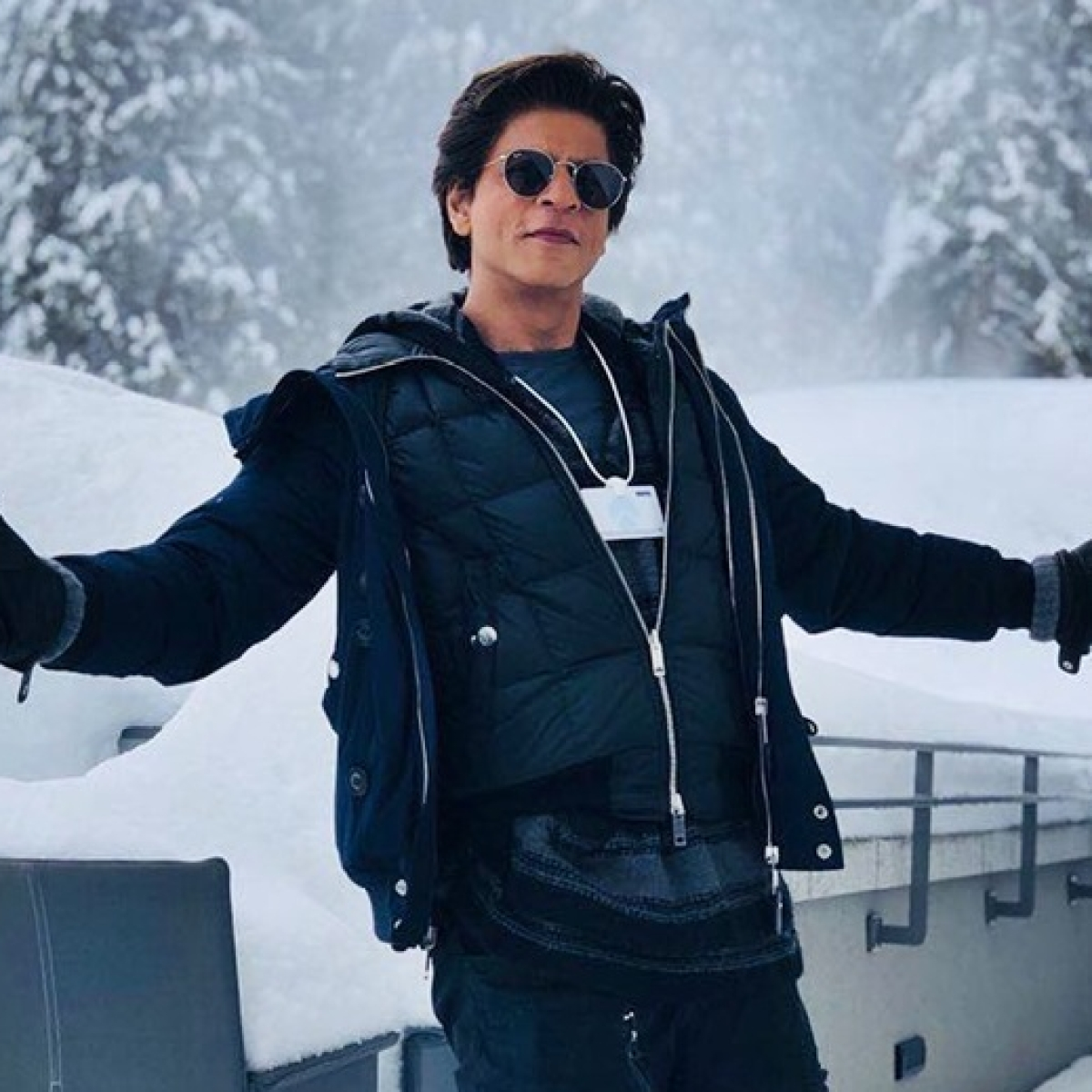 #AskSRK: Shah Rukh Khan yet again proves he's not just the king of romance but also sarcasm, wit