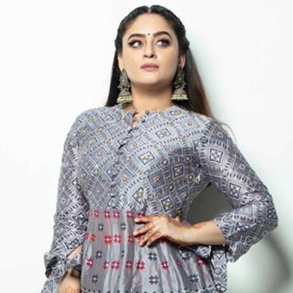 Mahhi Vij slams troll who body-shamed her over post-pregnancy weight gain