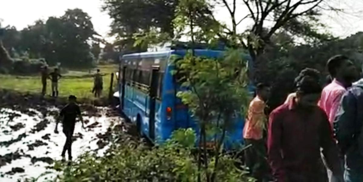 Indore: 15 hurt: Bus overturns near Kshipra; Driver loses control over speed