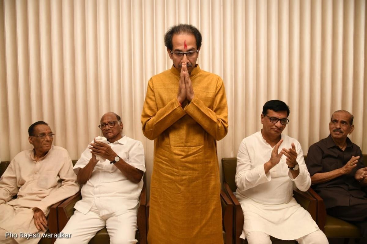 Uddhav stakes claim to form 'Maha Vikas Aghadi' govt