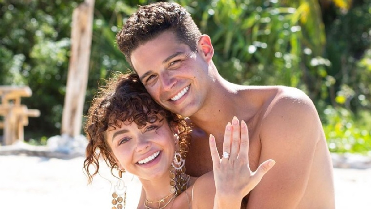 Sarah Hyland posts picture of fiance Wells Adams grabbing her breast, garners #MeToo backlash