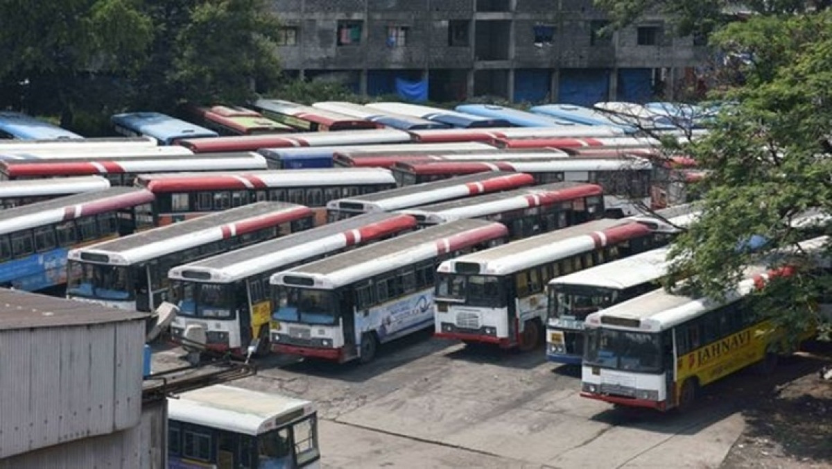Striking TSRTC employees rule out joining work as deadline ends; to intensify stir
