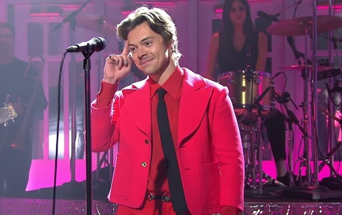 Best time to be a Harry Styles' fan: Releases new song 'Watermelon Sugar' at the same time as SNL hosting debut