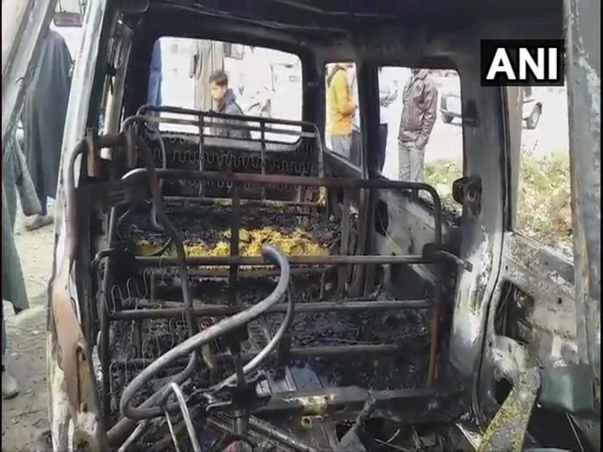 Jammu-Kashmir: Terrorists set ablaze two vehicles in Kulgam