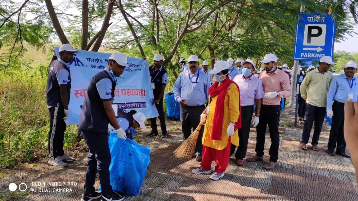 Staff of AAI, CISF and airlines did mass cleaning on 'Guru Parv' at parking area of the Devi Ahilyabai Holkar Airport on Tuesday.
