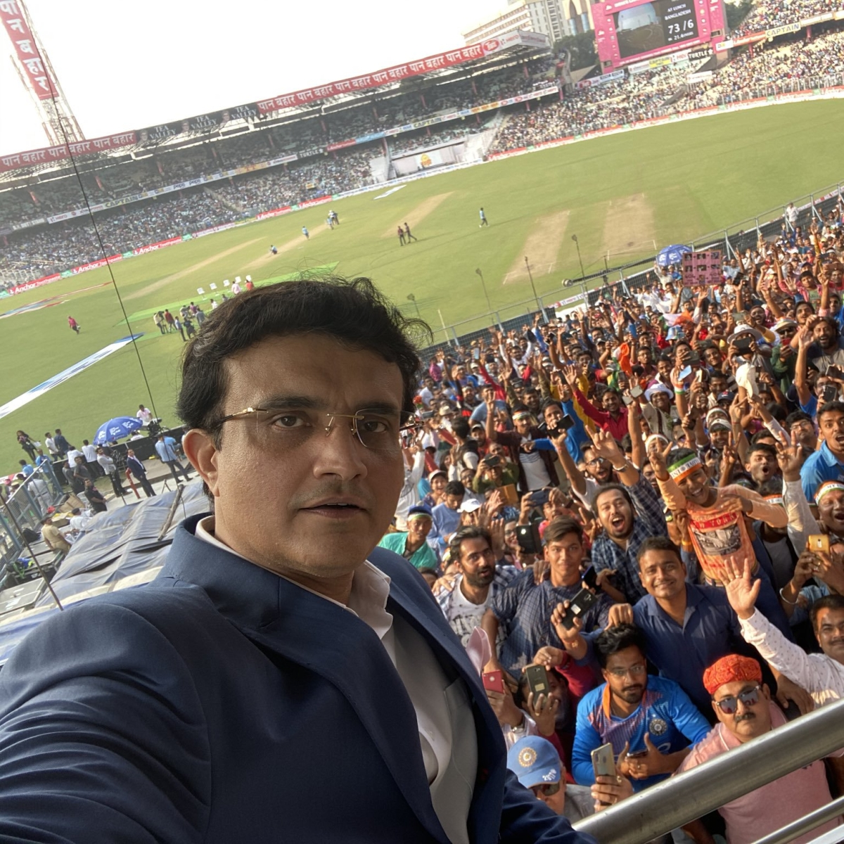 Ganguly's selfie wins praise from fans on Twitter